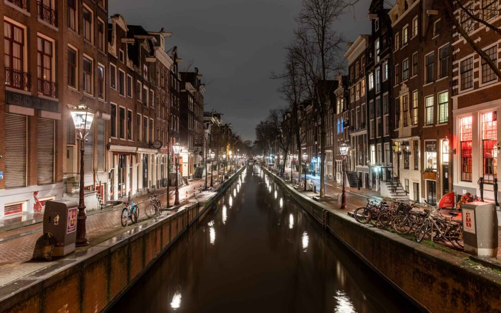 Avondklok Amsterdam corona De wallen