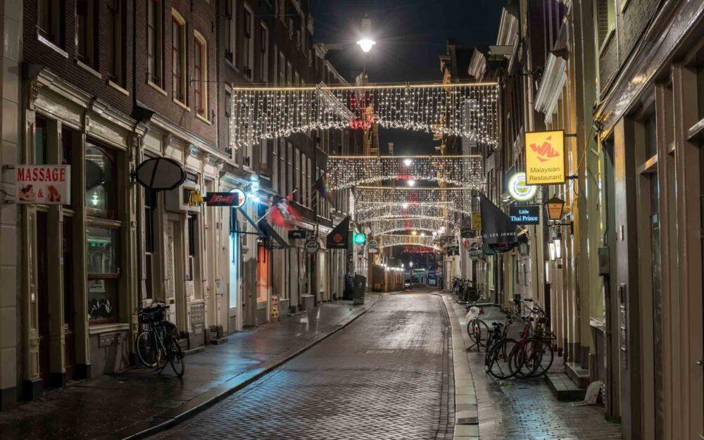 Avondklok Amsterdam corona Zeedijk Wallen
