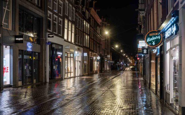 Avondklok Amsterdam in beeld Leidsestraat corona