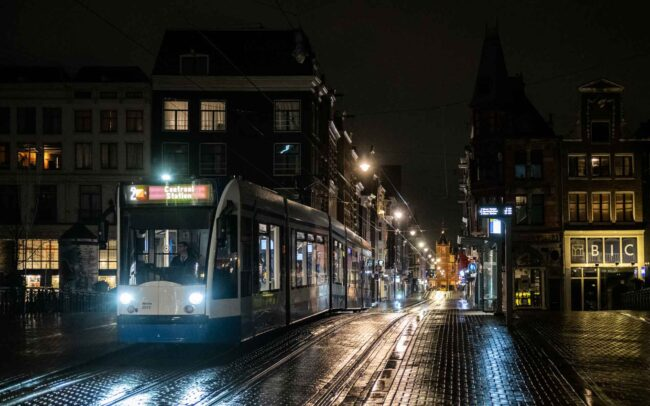 Avondklok Amsterdam in beeld Leidsestraat