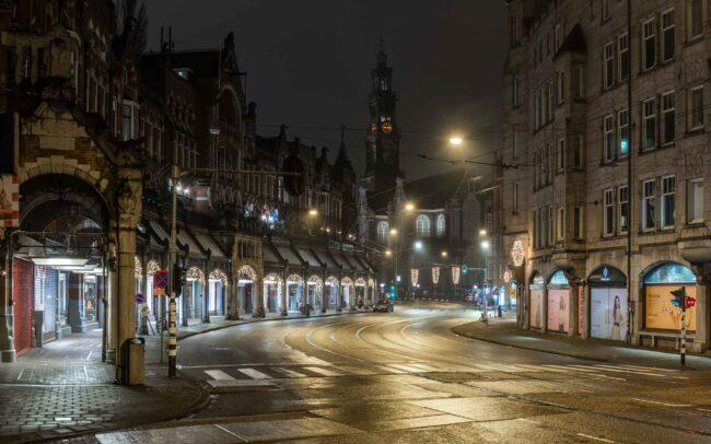 Avondklok Amsterdam corona Raadhuisstraat Westerkerk