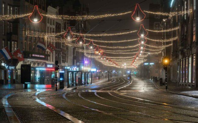 Avondklok Amsterdam corona Damrak